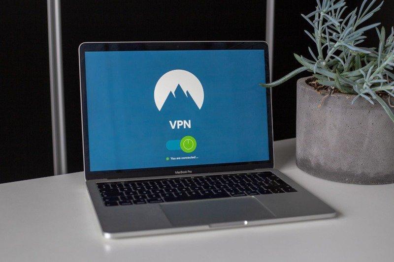 Why Should I use a Logless VPN:  Top 8 No Log VPNs